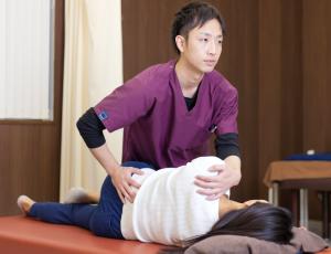 骨盤の動きを出す施術