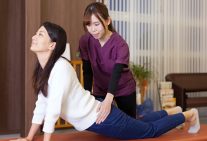 腰の可動域を拡大する施術