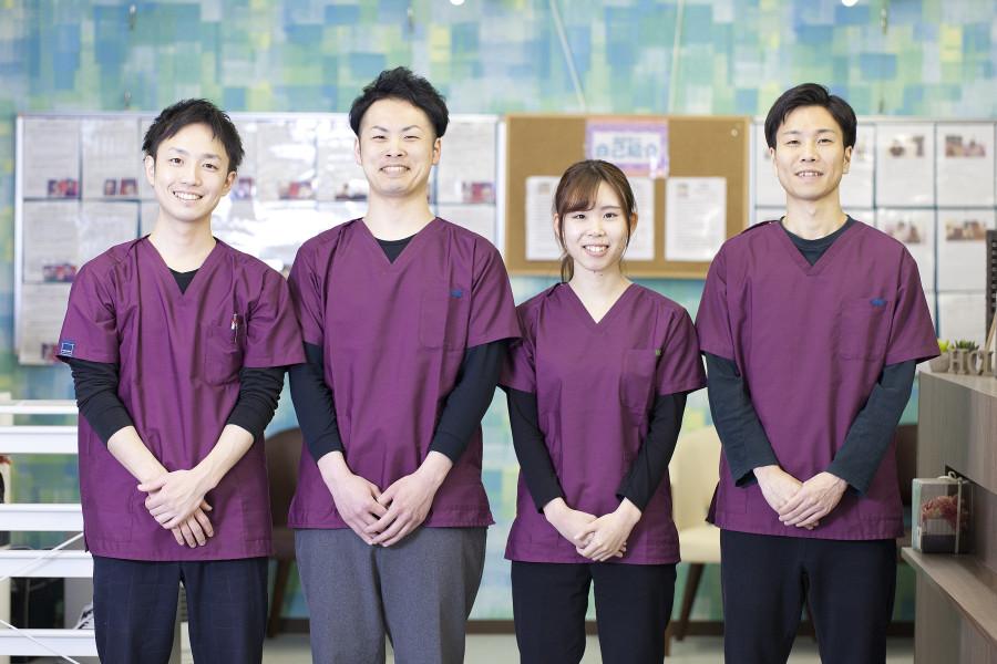 4人写真笑顔